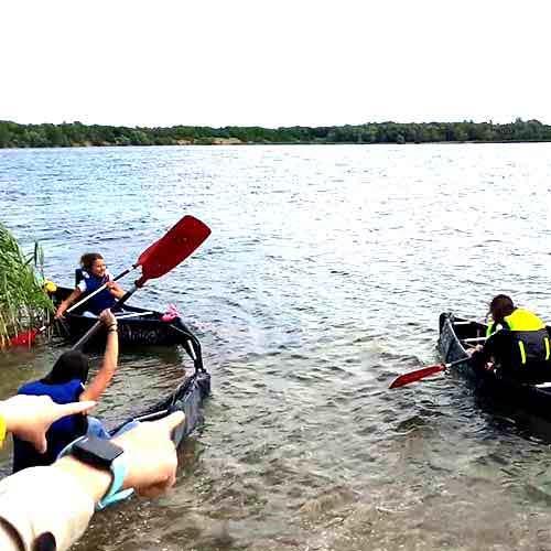 Kanu Wettrennen auf See