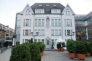 Eventlocation - Weisses Haus - Neus - Außenansicht