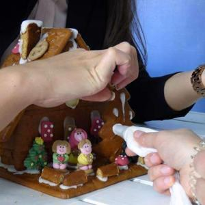Lebkuchenhaus bauen zur Weihnachtsfeier Ahrensburg