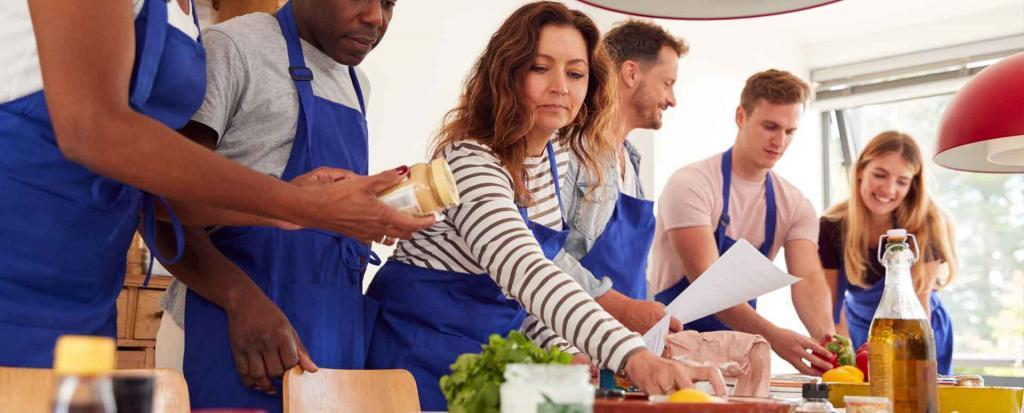 sechs Personen beim Team kochen
